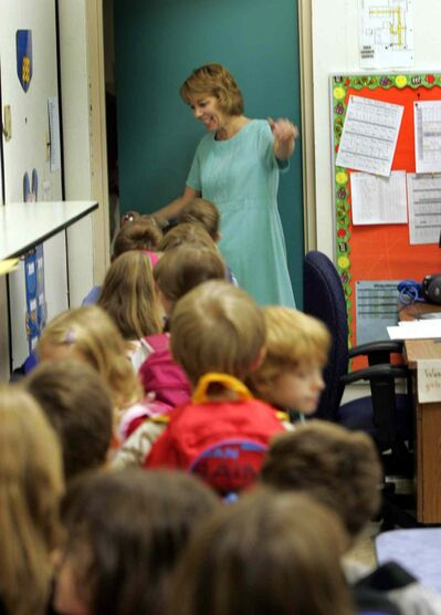 Afternoon grade one teacher  Mrs. Lauranne Moir says goodbye to the class at the end of the school day.  (Wayne Glowacki / Winnipeg Free Press)