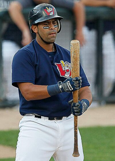 Winnipeg Goldeyes Luis Alen (18)