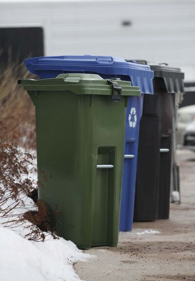Compost pickup would occur on same day as regular garbage and recycling collection.  (Ruth Bonneville / Winnipeg Free Press files)