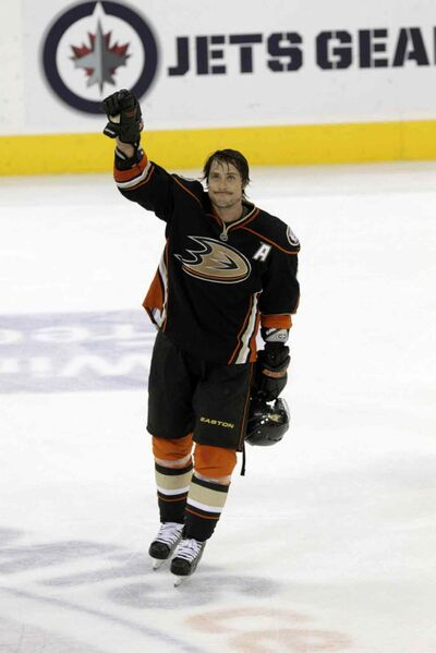 Teemu Selanne returned for a curtain call in Winnipeg after being chosen as the game's first star on Dec. 17, 2011.