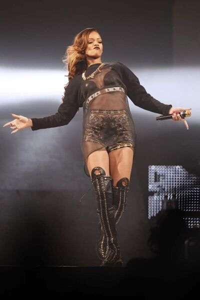 Rihanna makes up for lost time at the MTS Centre, wooing back crowds who waited patiently for her to take the stage.