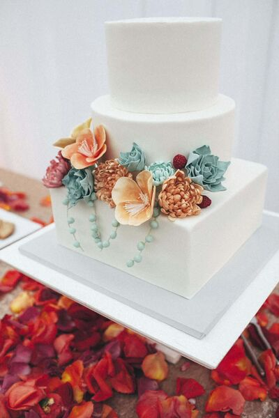 MODERN PIXEL PHOTOGRAPHY</p><p>Sugar flower accents are popular on wedding cakes these days, says Belinda Bigold of High Tea Bakery.</p>