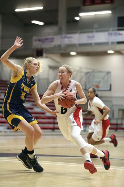 JASON HALSTEAD / WINNIPEG FREE PRESS</p><p>University of Winnipeg Wesmen guard Lena Wenke drives to the hoop against Trinity Western Spartans forward Kayla Gordon during Canada West basketball action at the University of Winnipeg.</p>