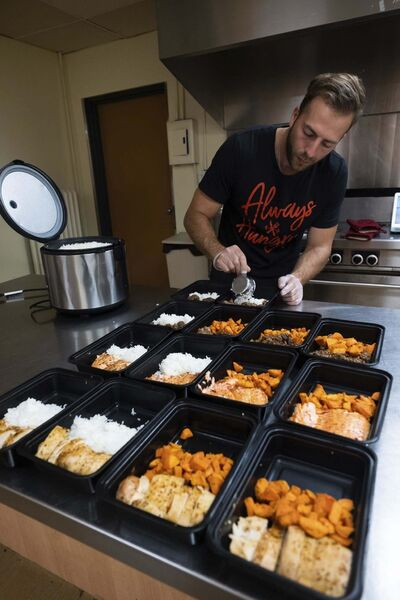 Daniel Crump / Winnipeg Free Press</p><p>Anthony Halyckyj, founder of 204 Meal Prep, creates healthy meals for people who don't always have the time to cook.</p></p>