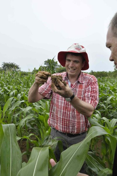 Christian Thierfelder demonstrates how soil under conservation agriculture becomes more productive.