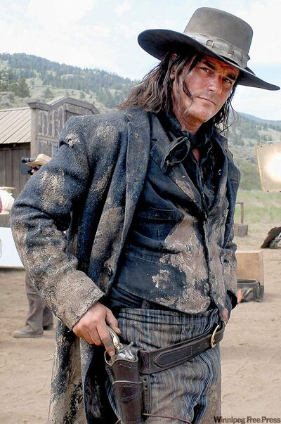 Paul Gross plays an U.S. gunslinger in a town without firearms.