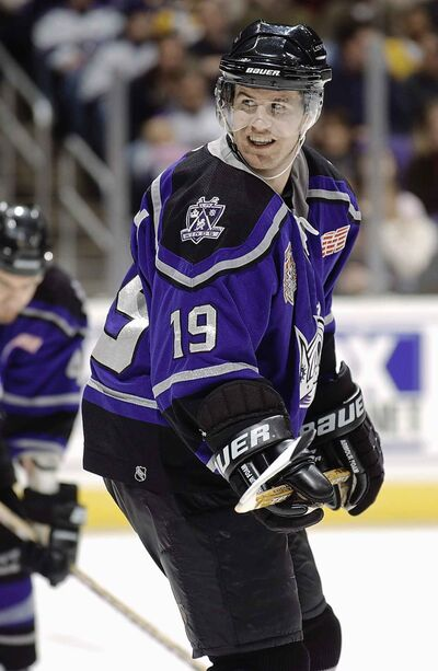Right wing Nelson Emerson gets ready for a face off with the Kings in 2002. (Robert Mora / Getty Images / NHLI)