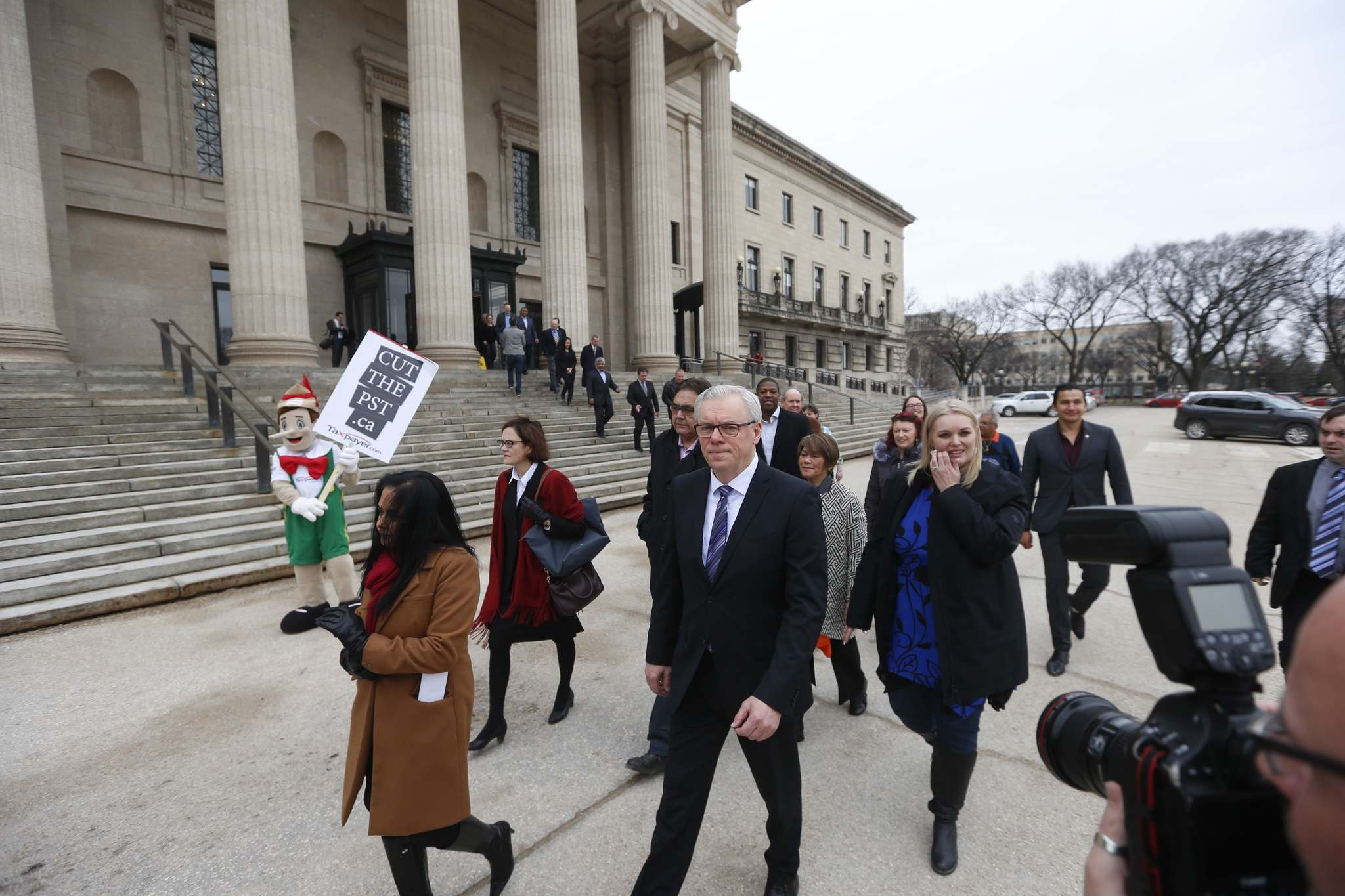 WAYNE GLOWACKI / WINNIPEG FREE PRESS</p><p>A protester is seen during the NDP procession to Government House.</p>