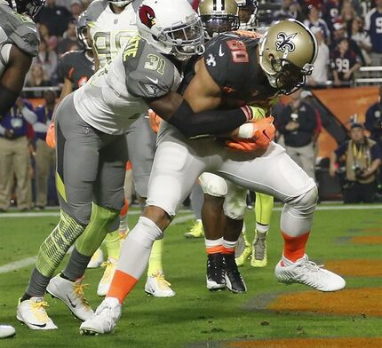 Team Irvin Jimmy Graham, of the New Orleans Saints, catches a touchdown pass while defended by Team Carter's Antonio Cromartie, of the Arizona Cardinals, during the second half of the NFL Football Pro Bowl Sunday, Jan. 25, 2015, in Glendale, Ariz. (AP Photo/The Arizona Republic, Michael Chow) MARICOPA COUNTY OUT; MAGS OUT; NO SALES