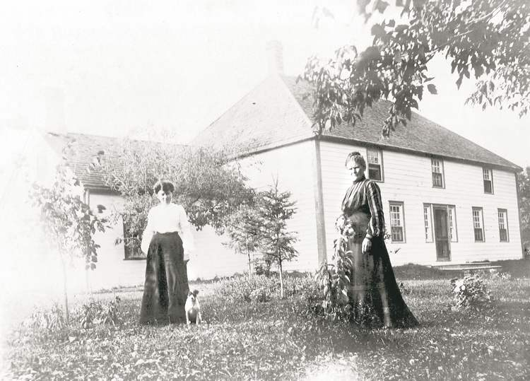 Campbell-Horner's grandmother Florence, left, and her great-great aunt Janet (Jennie) Bannerman in front of the old Bannerman home in the late 1800s.
