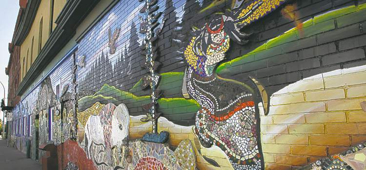 The Red Road Lodge is distinctive for the murals that face Logan Avenue. (WAYNE GLOWACKI / WINNIPEG FREE PRESS ARCHIVES)