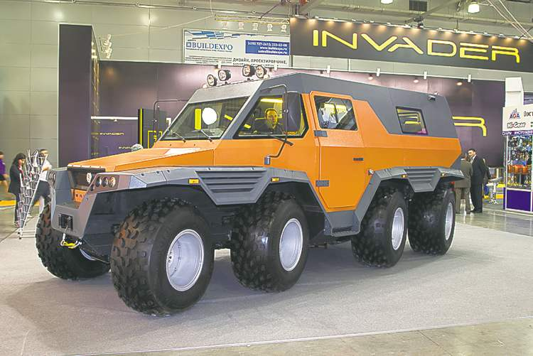 The curiosity of the show was the amphibious Wamah. An eight-wheel-drive monster that features eight-wheel steering — yes, it really does steer all of its wheels.