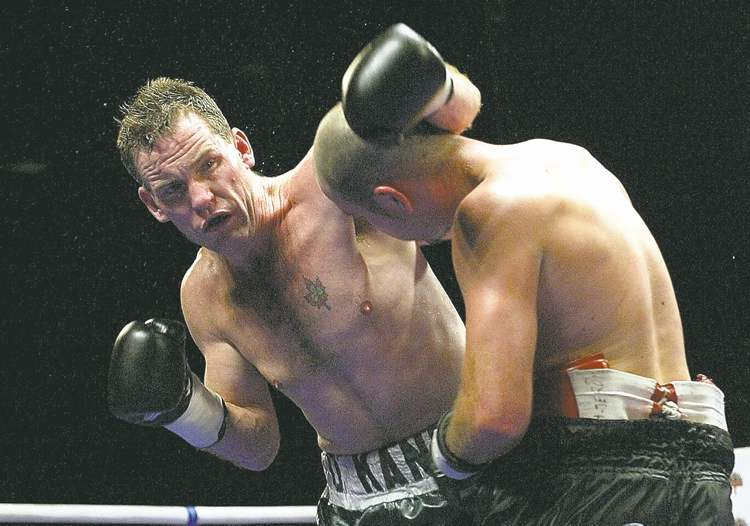 ken gigliotti \ winnipeg free press archivesPeter O�Kane (left) fights Francis Doiron in a 2002 bout.