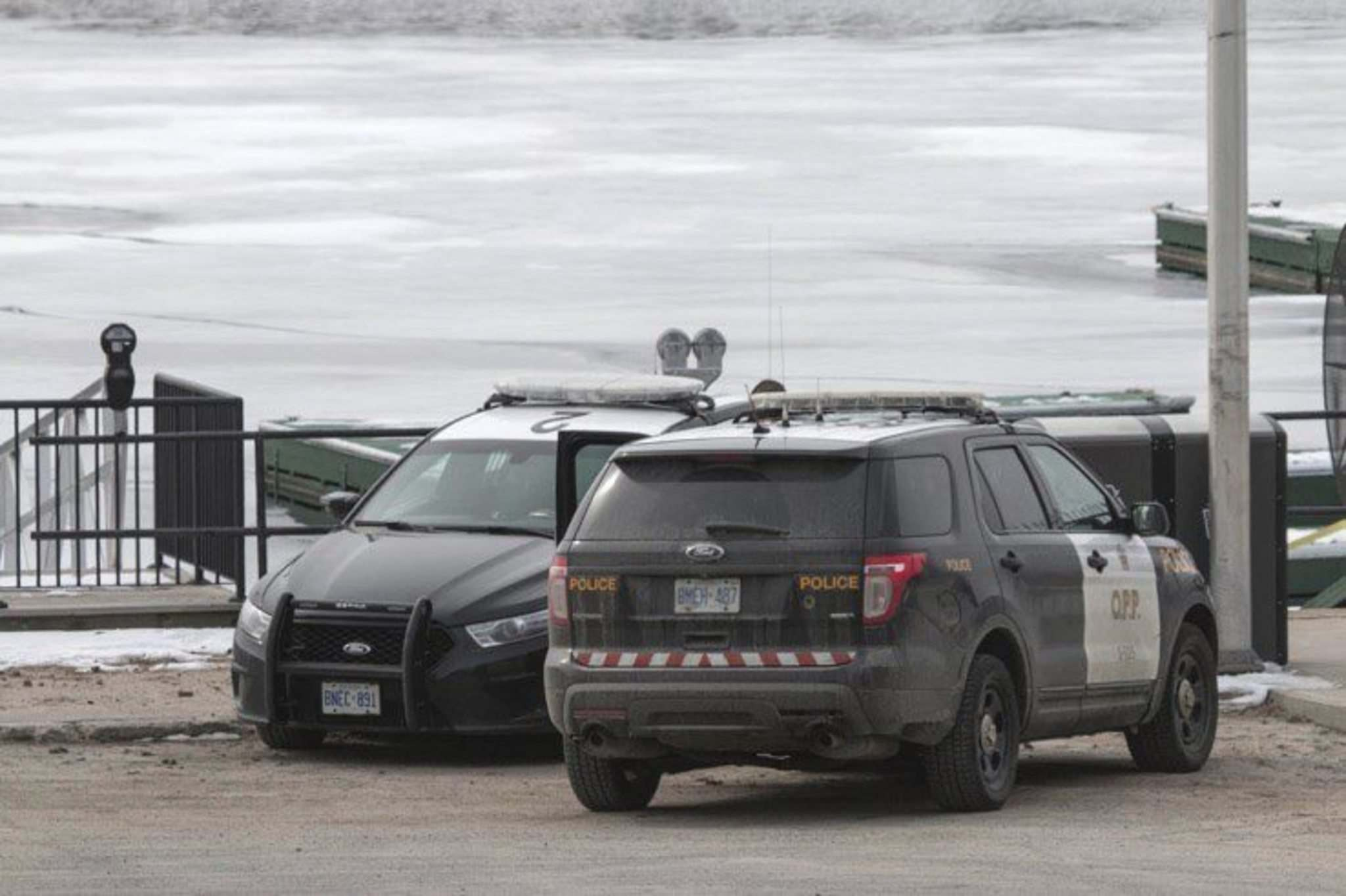 TOM THOMSON / WINNIPEG FREE PRESS</p><p>Ontario Provincial Police at scene where the remains of Delaine Copenace were found near Water Street in Kenora.</p>