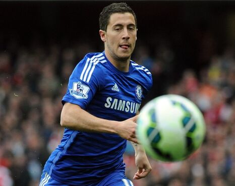 Chelsea's Eden Hazard watches the ball during the English Premier League soccer match between Arsenal and Chelsea at the Emirates Stadium, London, England, Sunday, April 26, 2015. (AP Photo/Rui Vieira)
