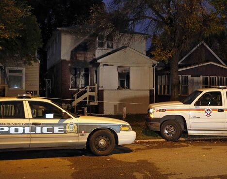 Winnipeg police have a man in custody following a fire in the North End early this morning. Emergency crews were called to a rooming house in the 600 block of Flora Avenue at about 4:20 a.m. Crews managed to contain the blaze to one suite in the building. All six people inside the rooming house escaped unharmed.