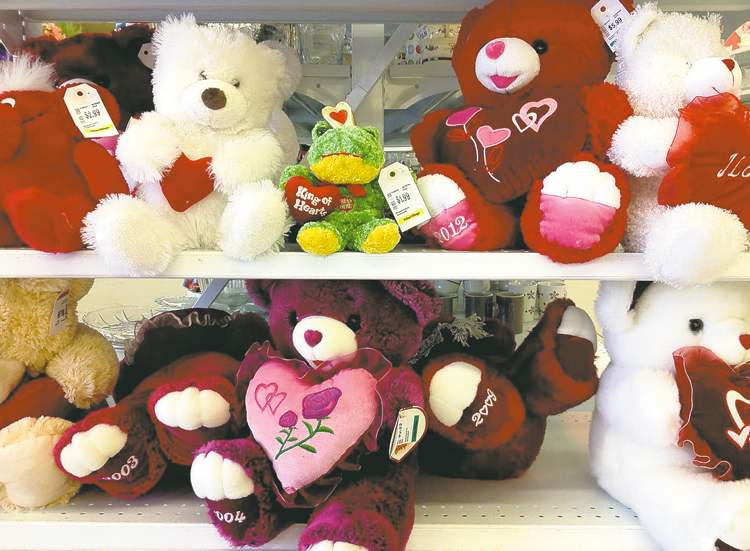 The stores are full of cuddly things to give your loved one on Valentine's Day today. Lindor will have none of it. She has something more personal in the oven.