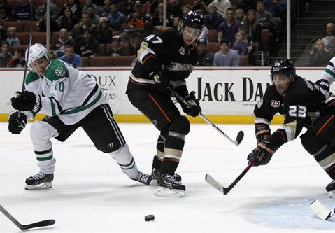 Dallas Stars center Shawn Horcoff (10) battles Anaheim Ducks defenseman Hampus Lindholm (47), of Sweden and defenseman Francois Beauchemin (23) for the puck in the first period of an NHL hockey game Saturday, Feb. 1, 2014, in Anaheim, Calif. (AP Photo/Alex Gallardo)