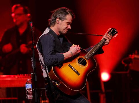 Jim Cuddy and Blue Rodeo put on a mellow, crowd-pleasing show at the MTS Centre on Thursday night.