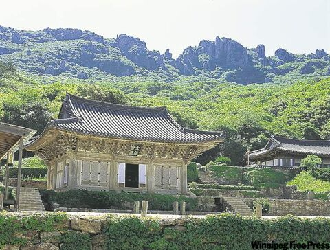 Located at the foot of Mt. Dalma, Mihwangsa Temple is the farthest south  of all Buddhist temples in South Korea.