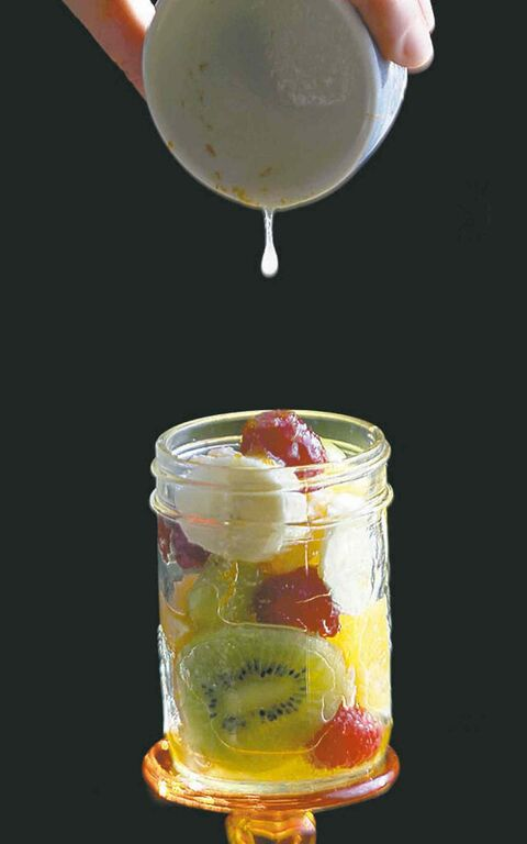 Fill fruit jar cocktail