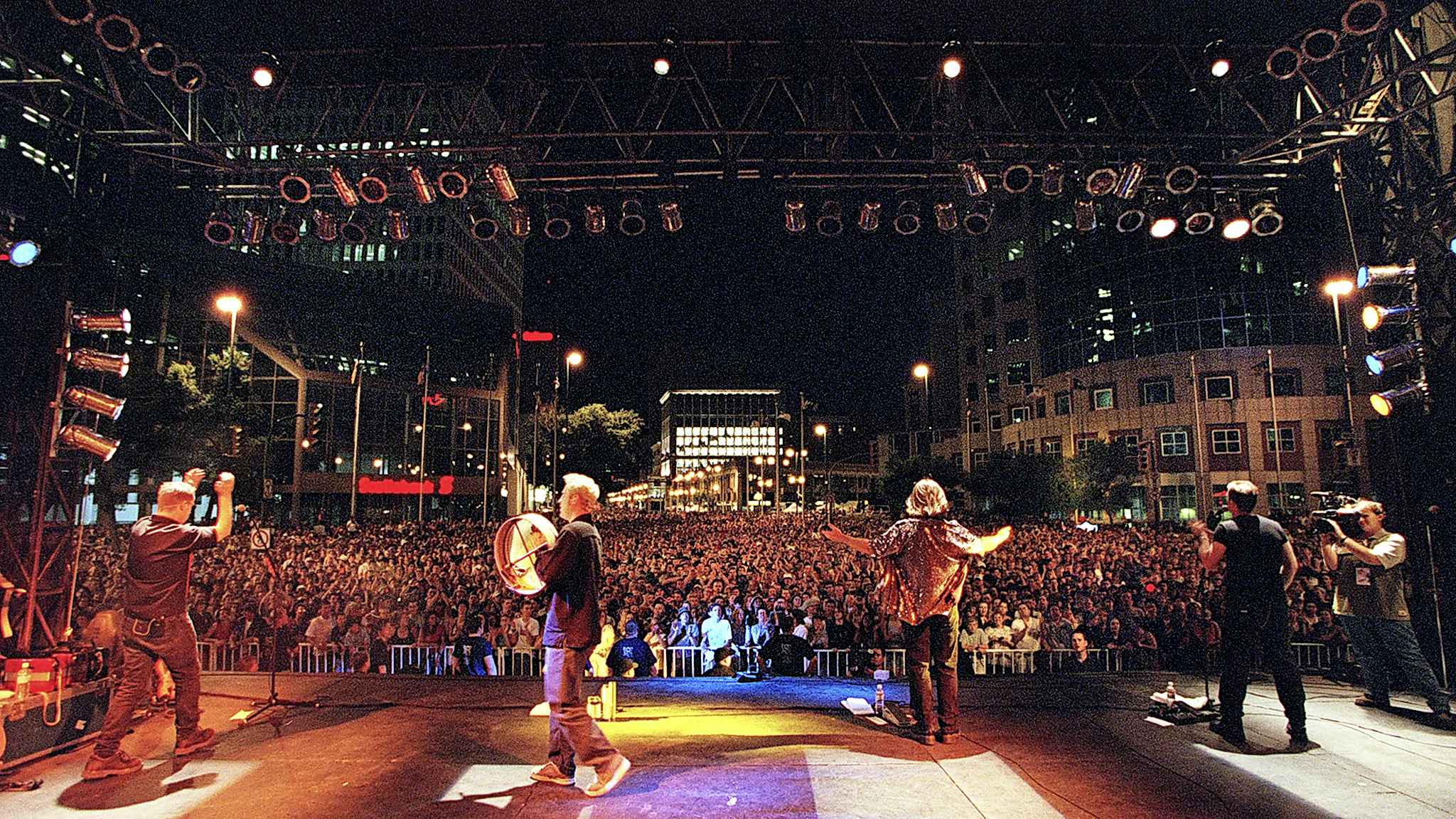 (Phil Hossack / Winnipeg Free Press files) Great Big Sea performs at Portage and Main in 2000.