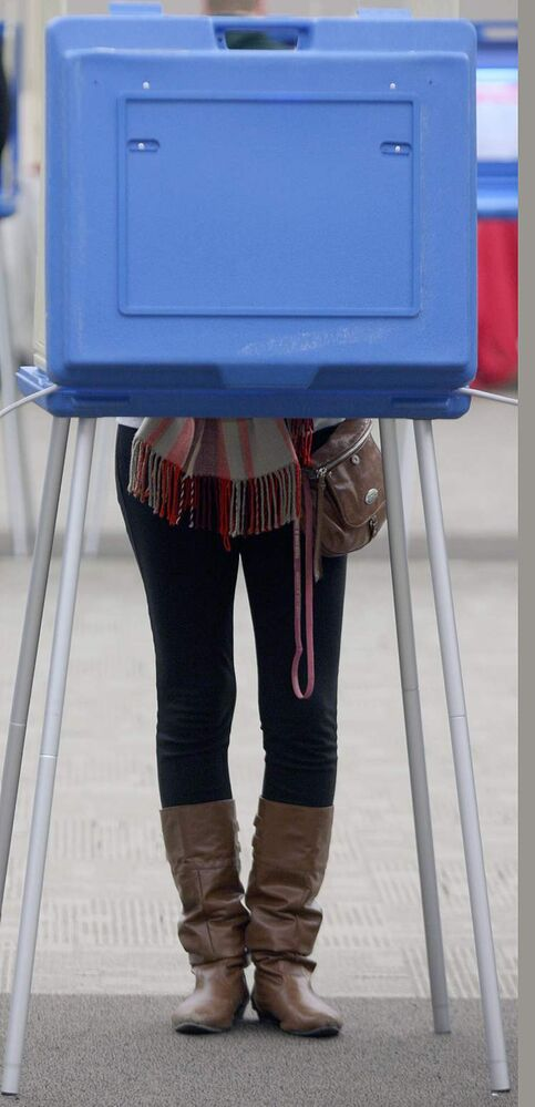 Grand Forks residents vote in the U.S. presidential election Tuesday afternoon at the Alerus Centre. (JOE BRYKSA / WINNIPEG FREE PRESS)