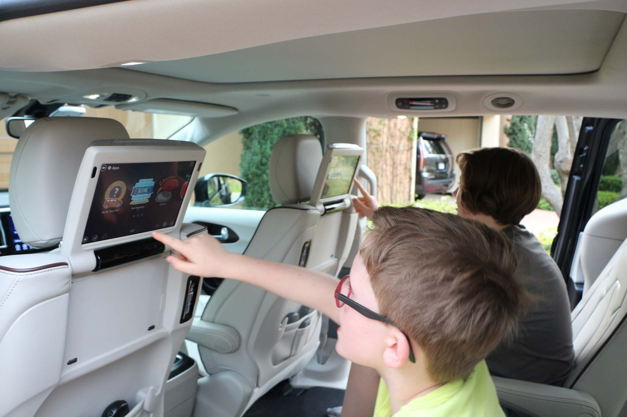 HARRY PEGG / WINNIPEG FREE PRESSInfotainment options include 10-inch touchscreens mounted on the rear of the front seats,