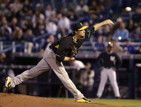 Pittsburgh Pirates starting pitcher Jeff Locke throws during the first inning during a spring training baseball game against the New York Yankees, Friday, March 6, 2015, in Tampa, Fla. (AP Photo/Lynne Sladky)
