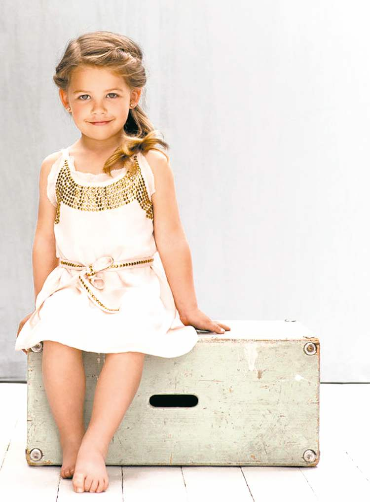 The Elfie dress uses bronze-coloured accents that make little princesses look more regal.