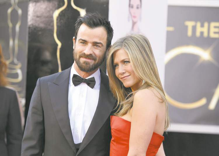 Justin Theroux, left, and Jennifer Aniston arrive at the Oscars at the Dolby Theatre on Sunday Feb. 24, 2013, in Los Angeles. (Photo by John Shearer/Invision/AP)