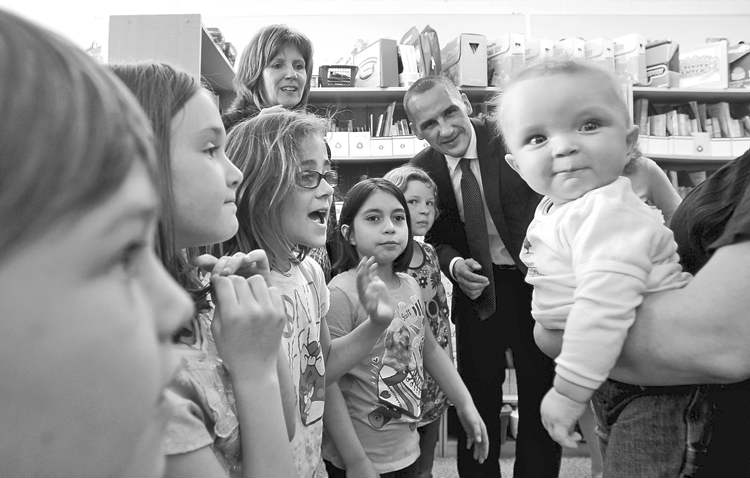 Ruth Bonneville / Winnipeg Free Press Students at Voyageur School interact with baby Rylen as Children and Youth Opportunities Minister Kevin Chief watches.