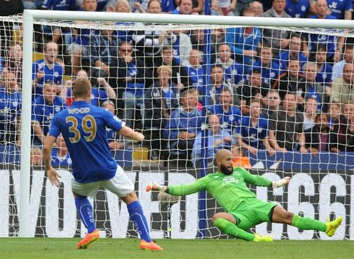 Everton's Tim Howard, right, can't stop Leicester's Chris Wood, left, from scoring the equalizer during the English Premier League soccer match between Leicester City and Everton at King Power Stadium, in Leicester, England, Saturday, Aug 16, 2014. (AP Photo/Rui Vieira)