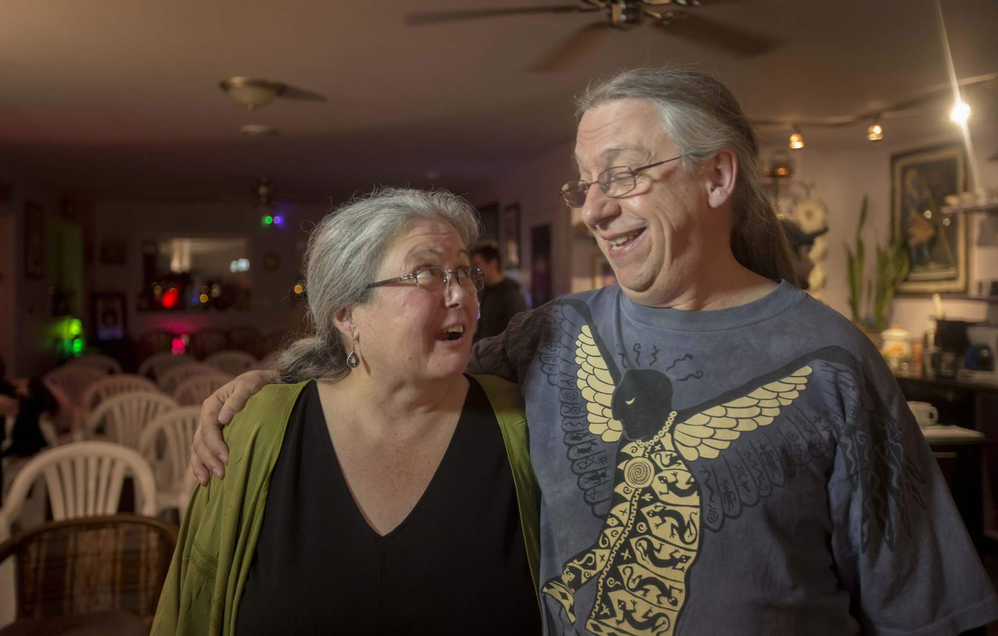 RUTH BONNEVILLE / WINNIPEG FREE PRESS</p><p>Ann Ross and Doug McGregor regularly host Local Roots at their home.</p>