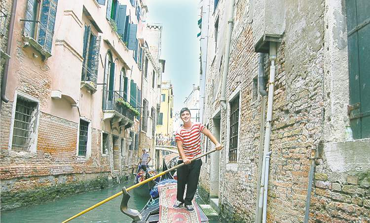 Gondolier Enrico Busetto negotiates one way traffice in Venice's Santa Maria Formsoa Canal