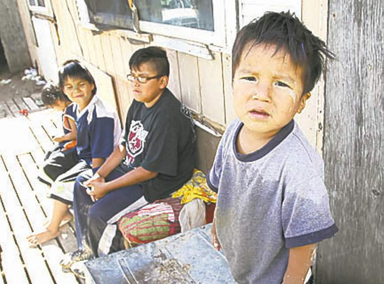 Children outside the trailer of Richard Andrews in Wasagamack First Nation.