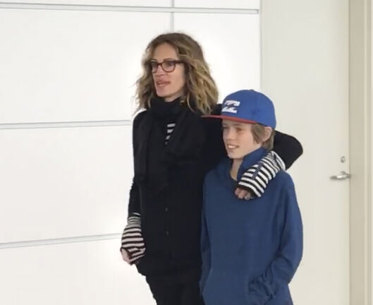 Even Julia Roberts has to wait for a table at Winnipeg's Falafel Place