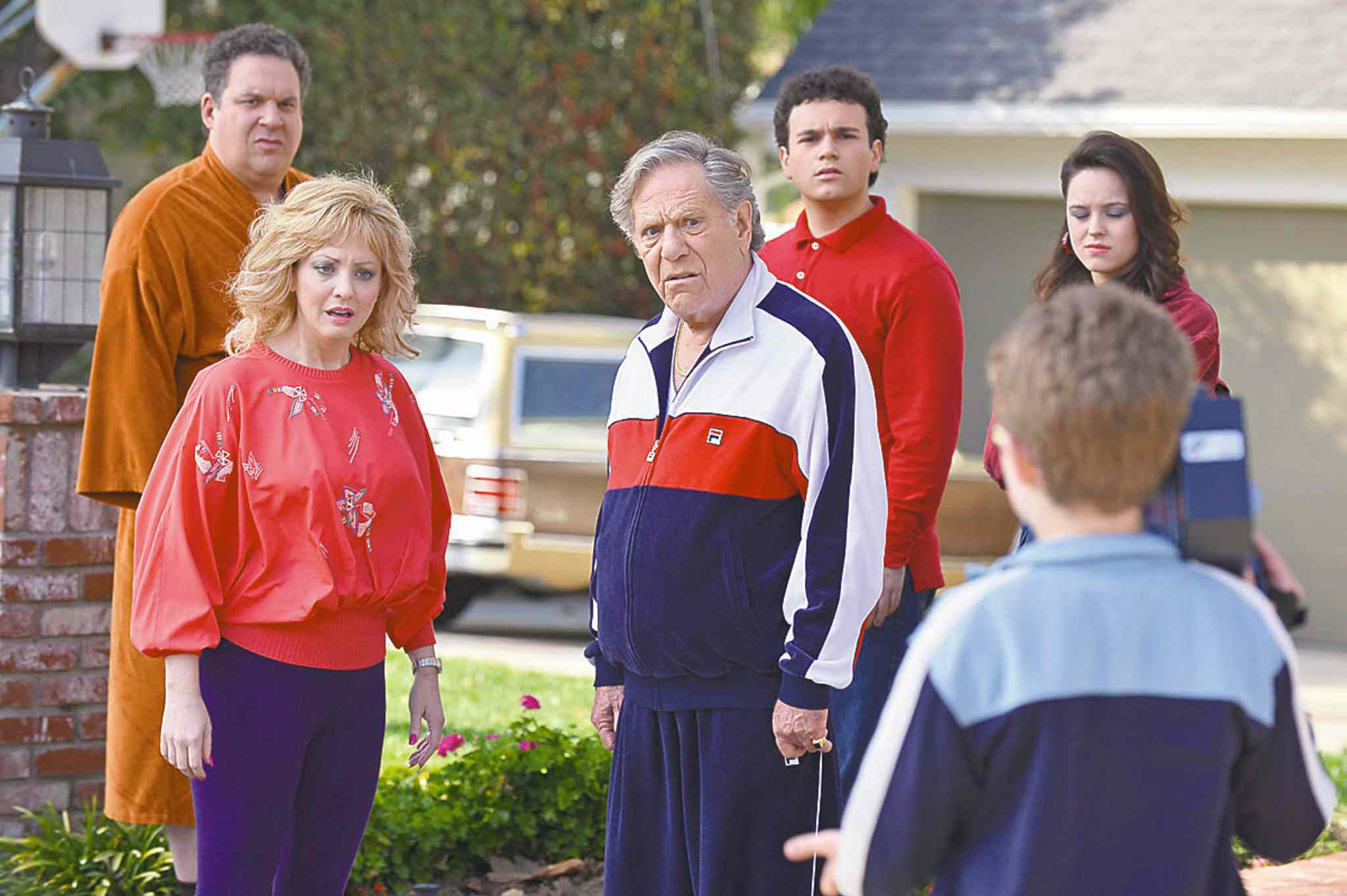 Eric McCandless / ABCEric McCandless / ABCFrom left, Jeff Garlin, Wendi McLendon-Covey, George Segal, Troy Gentile, Sean Giambrone and Hayley Orrantia in a scene from The Goldbergs.