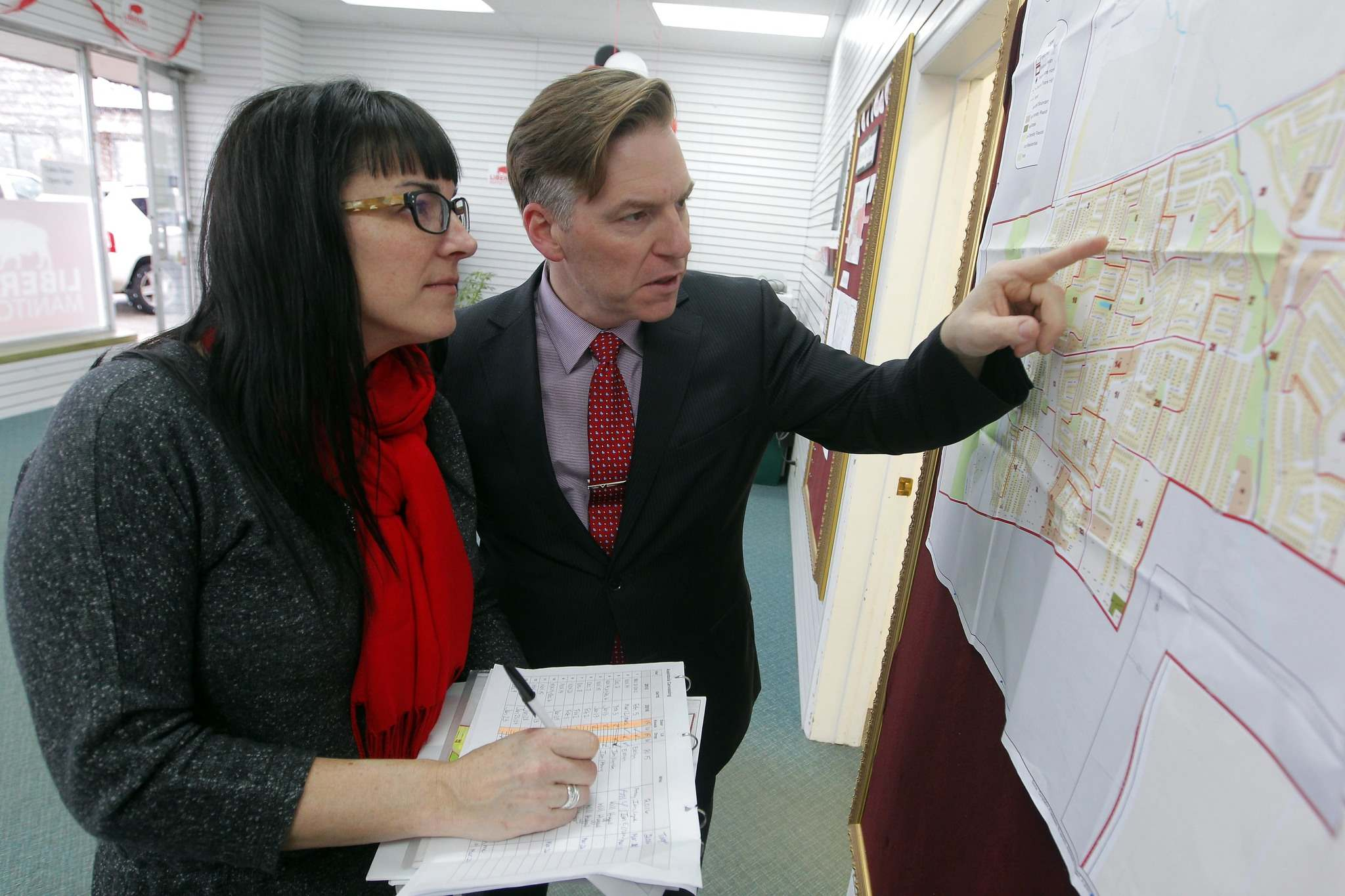 BORIS MINKEVICH / WINNIPEG FREE PRESS</p><p>Ian McCausland, Liberal candidate for Assiniboia, and his wife Lynda go over the campaign trail.</p>