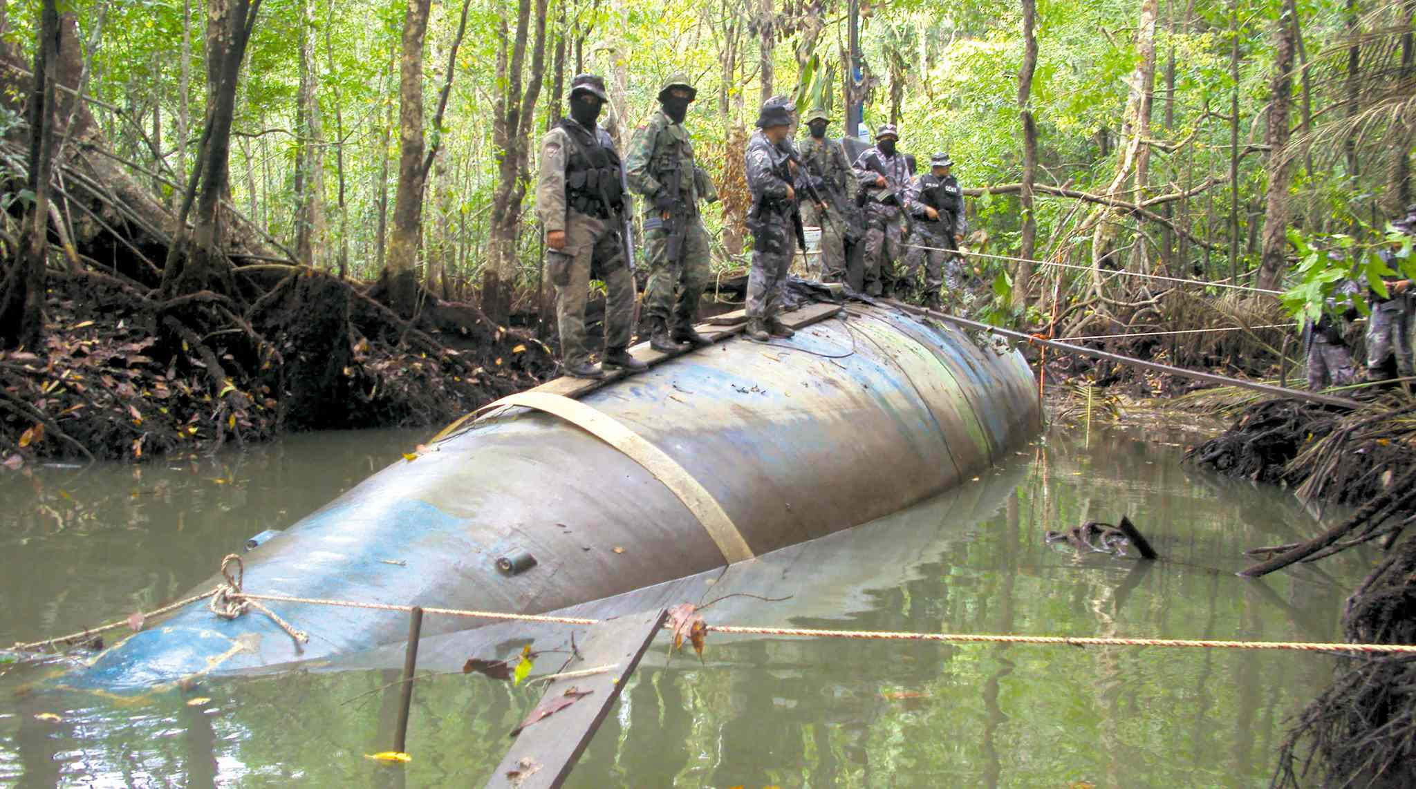 The Associated PressEcuadorean soldiers with a narcotics submarine seized before its maiden voyage. It was capable of transporting tons of cocaine.Ecuadorean soldiers with a narcotics submarine seized before its maiden voyage. It was capable of transporting tons of cocaine.Ecuadorean soldiers with a narcotics submarine seized before its maiden voyage. It was capable of transporting tons of cocaine.