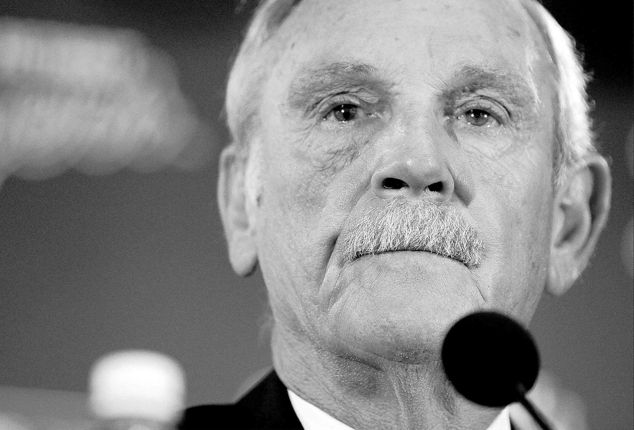 After leading the Tigers to three division titles and two World Series appearances, Jim Leyland announced his retirement as manager of the Tigers on Monday.