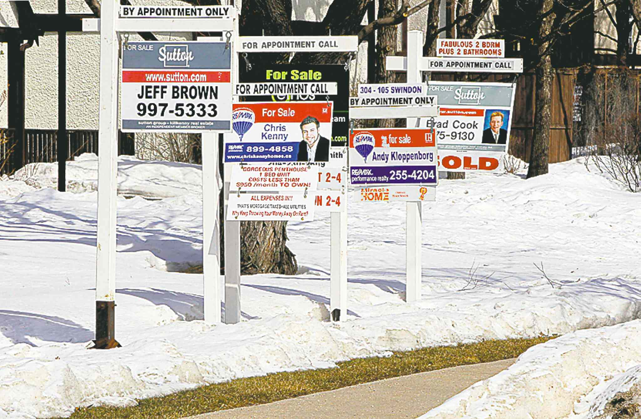 BORIS MINKEVICH / WINNIPEG FREE PRESS ARCHIVES One rating organization thinks Canada�s home prices are in for a �soft landing.�