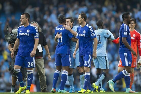 Manchester City's Frank Lampard, centre, embraces former teammate Didier Drogba after their team's 1-1 draw in their English Premier League soccer match at the Etihad Stadium, Manchester, England, Sunday Sept. 21, 2014. Lampard scored the equalizing goal after an opening goal by Chelsea's Andre Schurrle. (AP Photo/Jon Super)