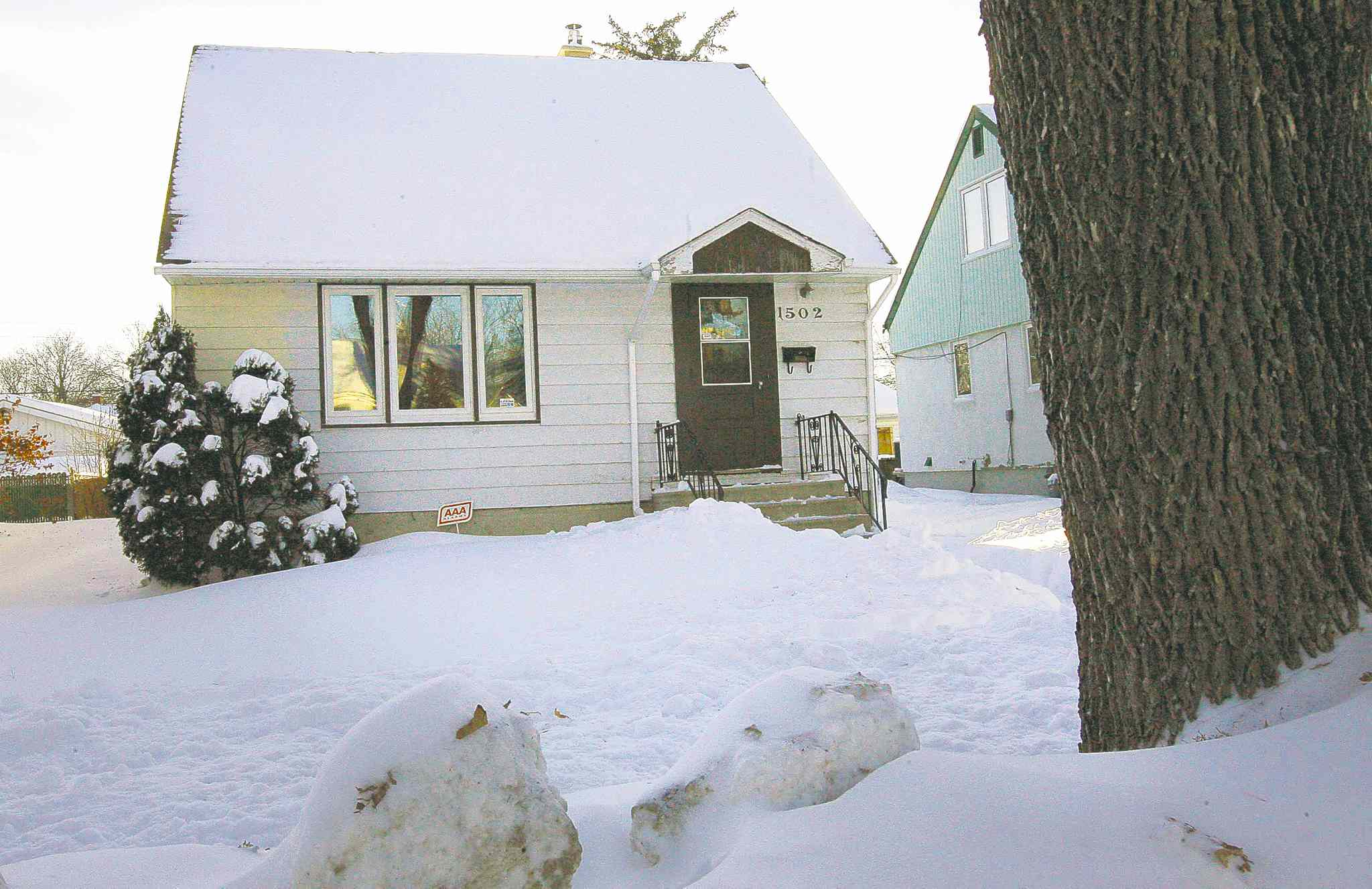 Neighbours of a Manitoba Avenue resident have feared the man because of his bizarre behaviour. He was found not criminally responsible for a July 28 outburst in which he stabbed a neighbour.