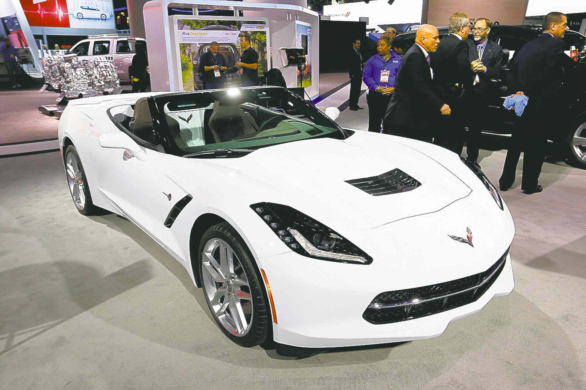 The Chevrolet Corvette Stingray and the Silverado took top honours Monday at the start of the North American International Auto Show in Detroit.