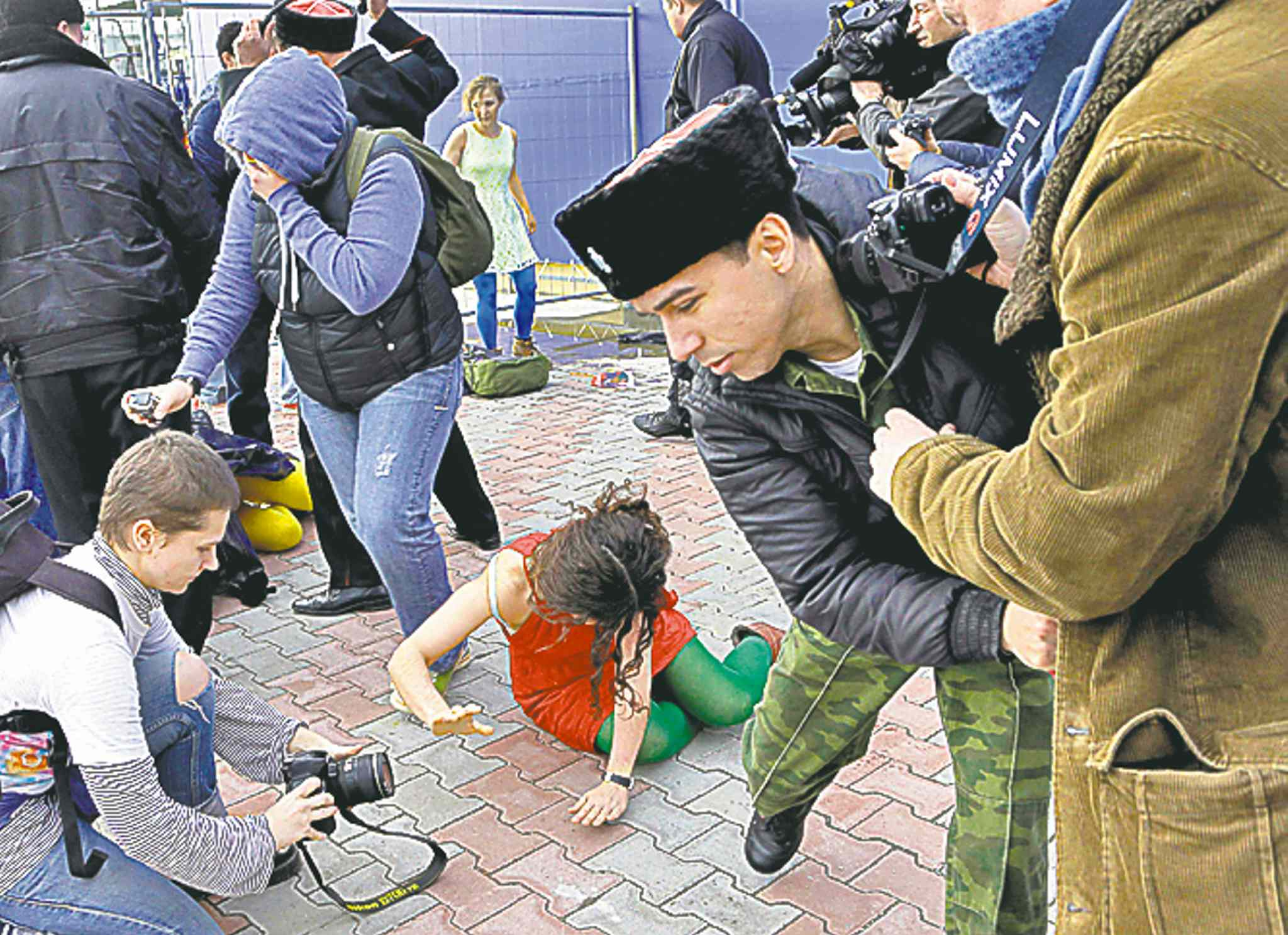 The Cossack who attacked Pussy Riot in Sochi was fined 02.20.2014 20