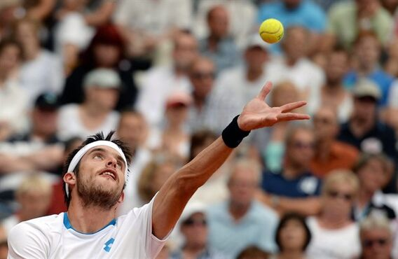Argentina's Leonardo Mayer serves to Spain's David Ferrer during their final match at the tennis tournament in Hamburg, Germany, Sunday, July 20, 2014. Mayer defeated top seeded Ferrer with 6-7, 6-1 and 7-6. (AP Photo/dpa, Daniel Reinhardt)