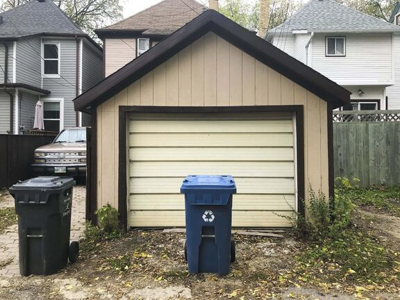 MIKE DEAL / WINNIPEG FREE PRESS </p><p>The provision for rear numbers is to assist first responders, city staff and the public in locating a home, said a city spokesperson. </p>