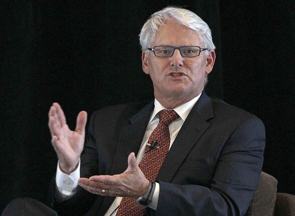 In addition to his fees, Gordon Campbell's commission racked up more than $76,000 in expenses, pushing the total cost to $670,755. (Dan Janisse / Postmedia files)