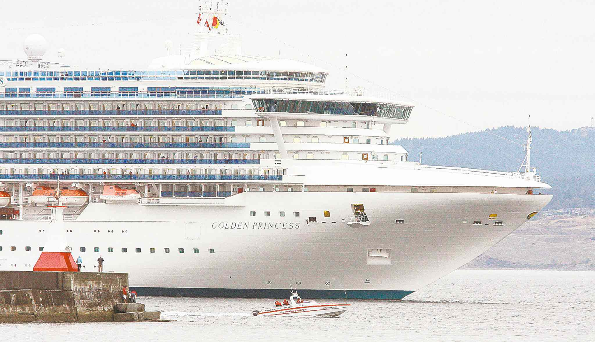 The 951-foot Golden Princess.